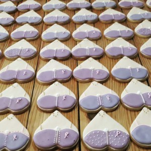 Breast cancer awareness cookies 500