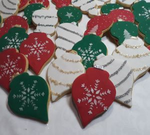Christmas baubles biscuits 300