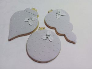 Christmas biscuits - grey white silver baubles