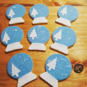 Snow globe Christmas biscuits 300