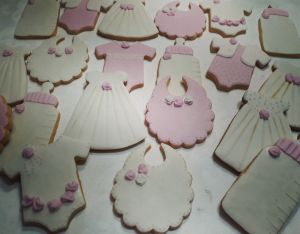Baby shower biscuits - B