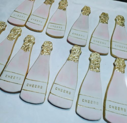 Homemade biscuits: Champagne bottle wedding 500