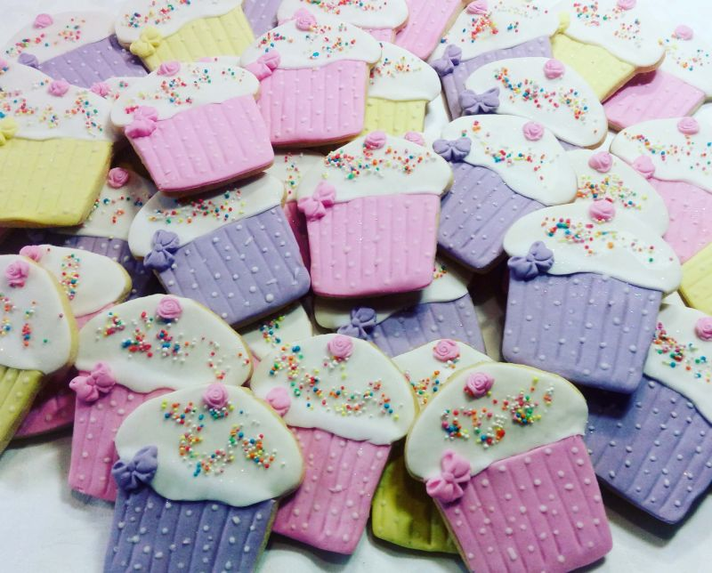 Kiddies homemade biscuits - shaped & decorated like cupcakes &800